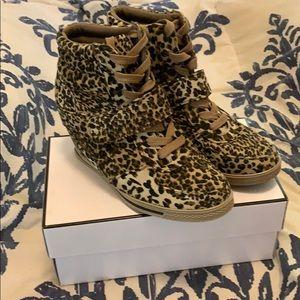 Low-cut Leopard boots w/ laces
